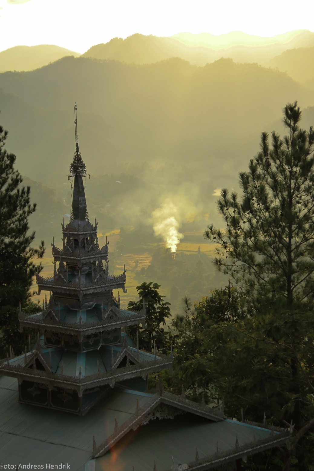 Mai Hong Song, Temple in the fog and sunset