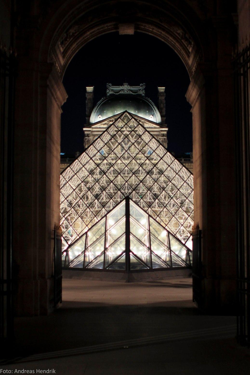 Louvre Pyramide ny night crystal AdRGB-3