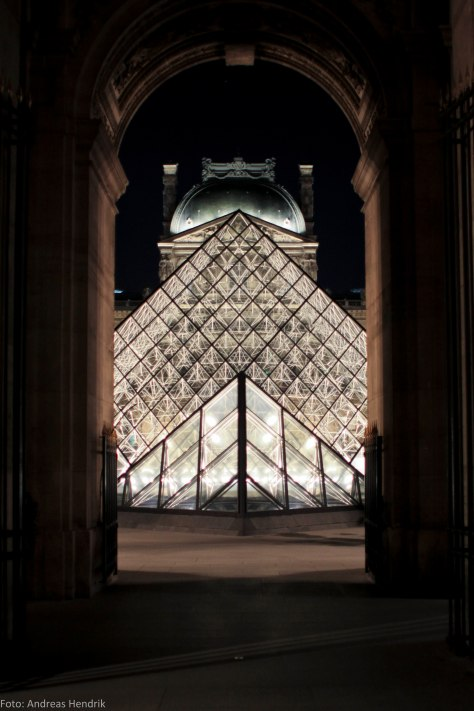 Louvre Pyramide by night gate crystal-2