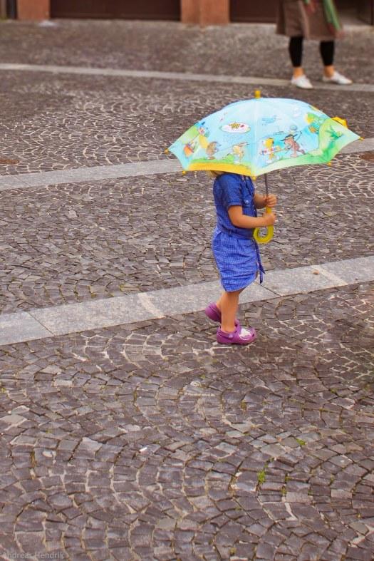 Kind mit Regenschirm ttk3