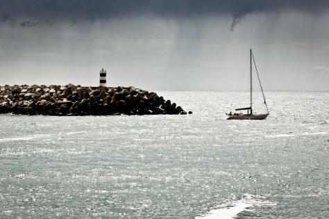 2013 Saudade Segelboot im Regen