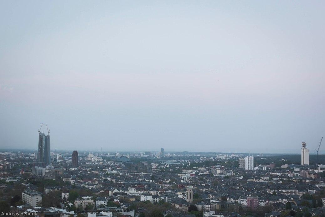 Henninger Turm und EZB in Frankfurt