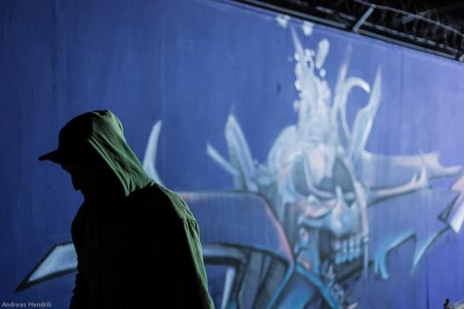 Graffiti-Künstler und EZB, Kapuze
