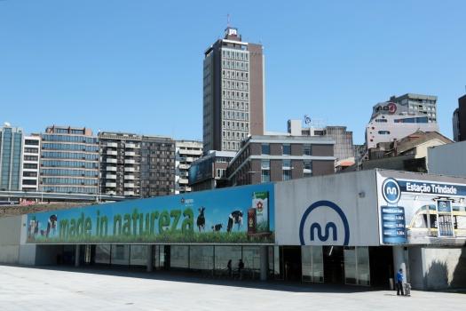 Werbung auf Metrostation Porto