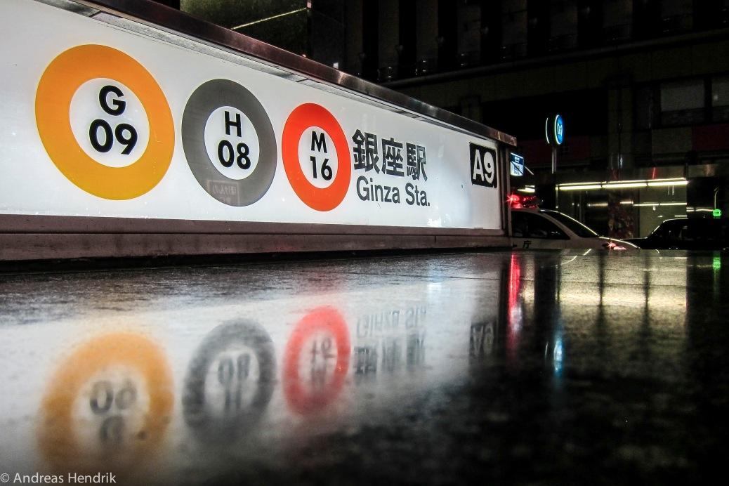Tokio-U-Bahnstation bei Nacht
