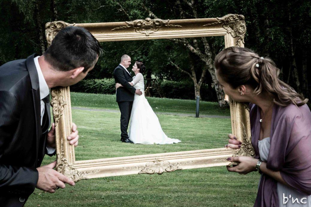 Brautpaar im Barock-Rahmen